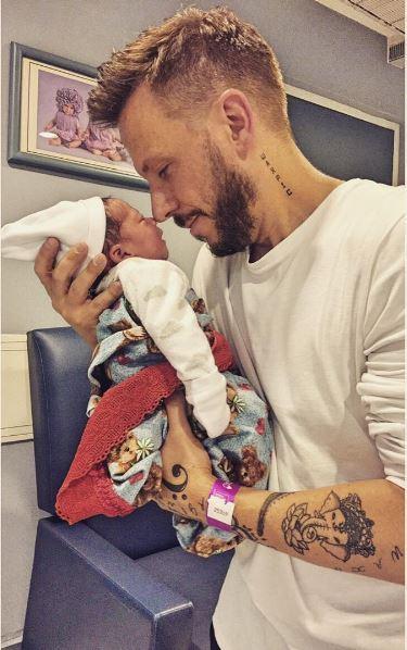 Photo of Noel Schajris presenta a su segundo hijo Dylan