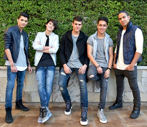 Photo of El grupo CNCO presentá 'Hey Dj' junto a Yandel