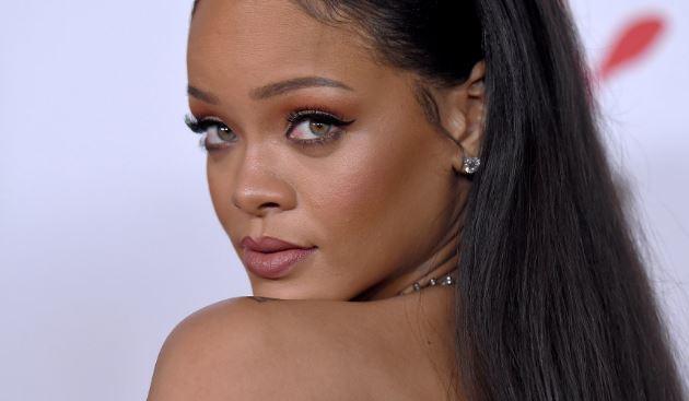 Photo of Rihanna sorprendió en la alfombra roja del Festival de Cannes