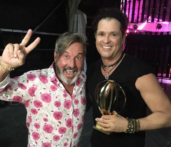 Photo of Ricardo Montaner entrego premio de oro a Carlos Vives