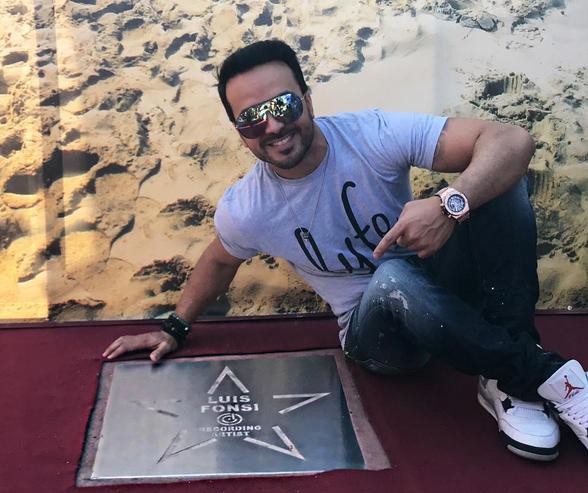 Photo of Luis Fonsi recibe estrella en el paseo de la fama en Ayia Napa