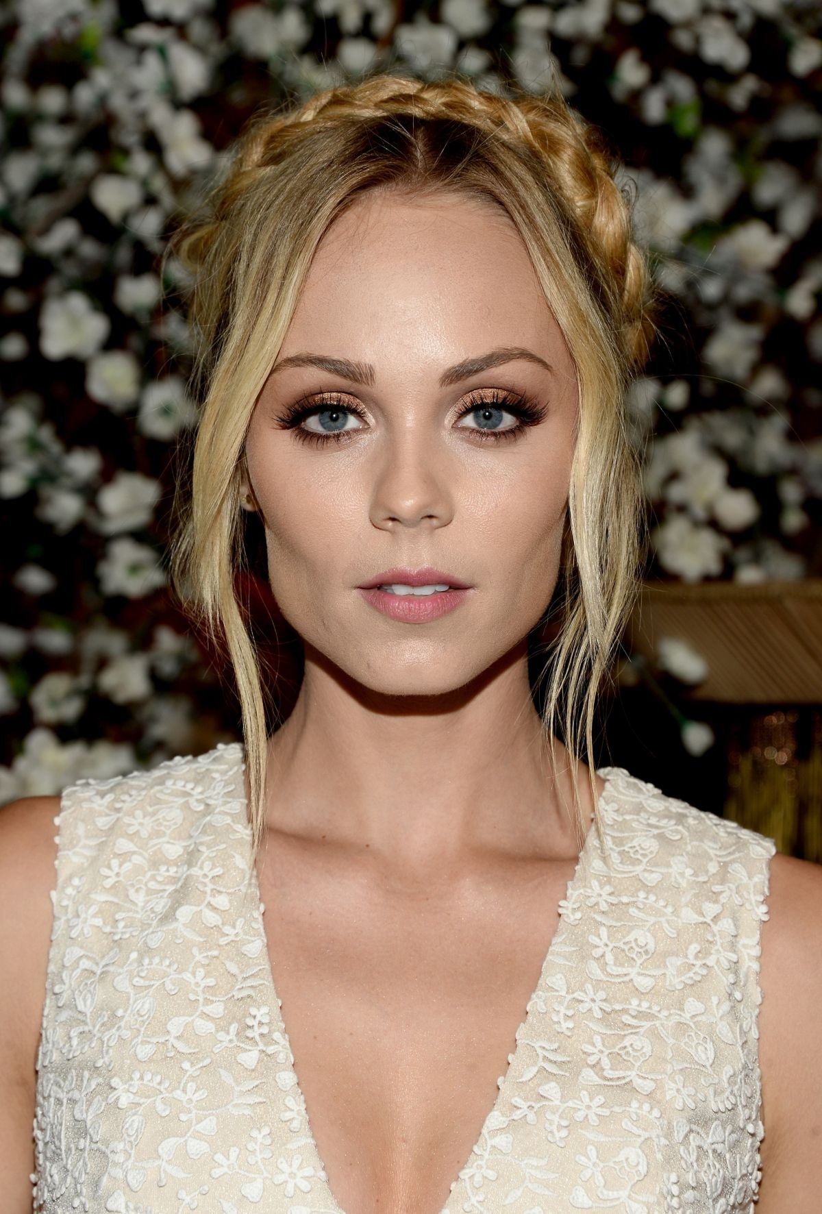 Photo of HBD para Laura Vandervoort