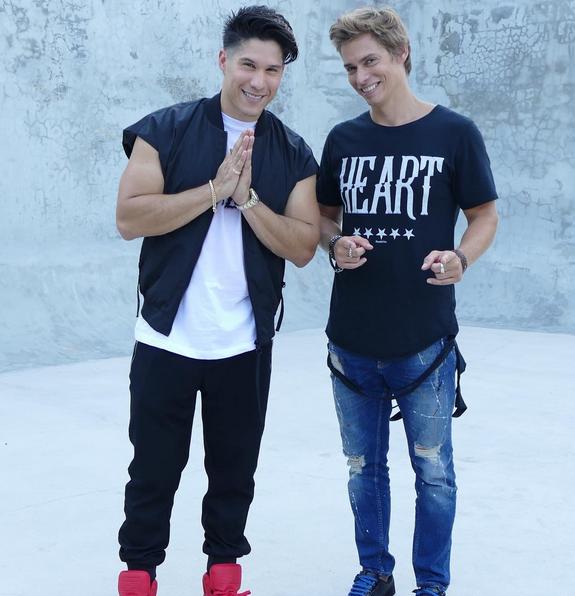"""Photo of Carlos Baute y Chyno Miranda preparan el remix de """"Vamo' a la calle"""""""