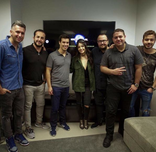 Photo of Sharlene Taule firma con Universal Musica