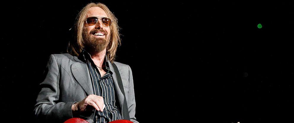 Photo of Medios estadounidenses reportan la muerte del músico Tom Petty