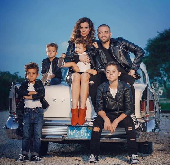 Photo of Nacho y sus hijos presentaron el tema 'Piensa en Mi'