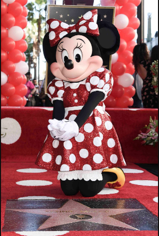 Photo of Minnie Mouse recibe estrella en el Paseo de la Fama