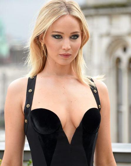 Photo of Jennifer Lawrence causa revuelo en las redes por un sensual vestido