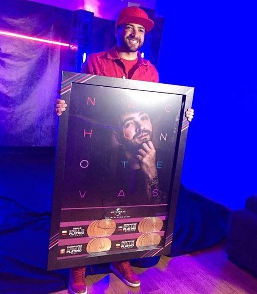 Photo of Nacho recibe Triple y Cuádruple Platino con su tema 'No Te Vas'