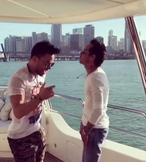 Photo of Prince Royce y Marc Anthony bailando 'El Clavo'