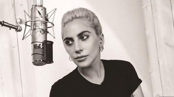 Photo of Lady Gaga presentó su versión de «Your Song» de Elton John