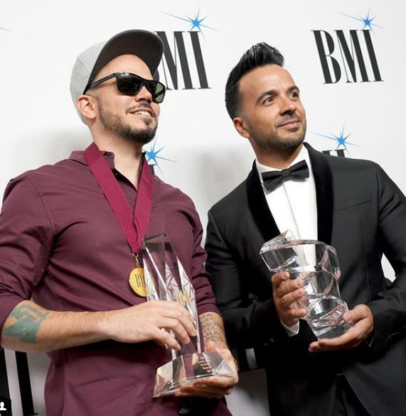 Photo of Luis Fonsi y Residente los ganadores en los Premios Latinos BMI