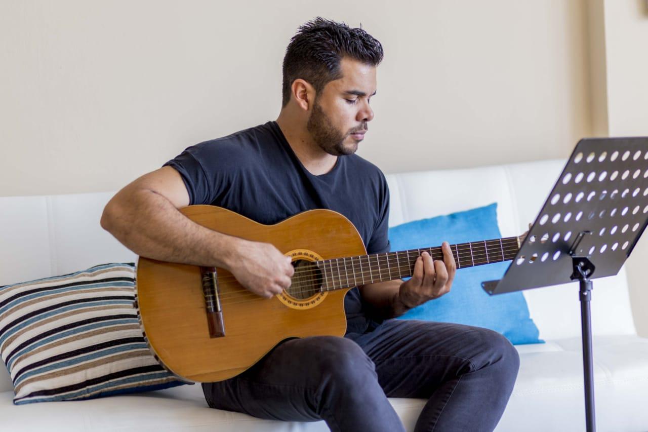 Photo of Joaquín Rodríguez Madriz presenta su tema 'Vamos Panamá'