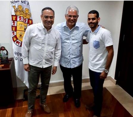 Photo of Gilberto Santa Rosa y su hijo están en Panamá