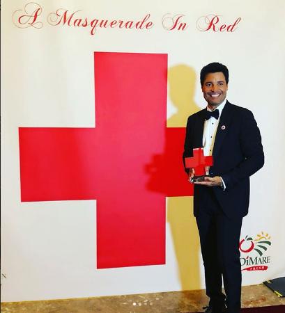 Photo of Chayanne es premiado por la Cruz Roja