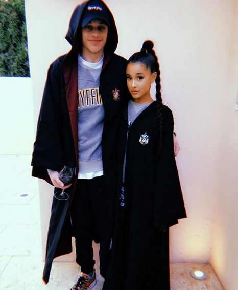 Photo of Pete Davidson confirma su compromiso con Ariana Grande