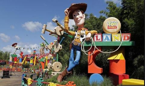 """Photo of Disney inaugura parque temático de """"Toy Story"""" en Florida"""