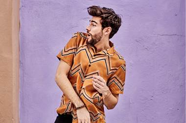 """Photo of Álvaro Soler estrena la versión Remix de """"La Cintura"""""""