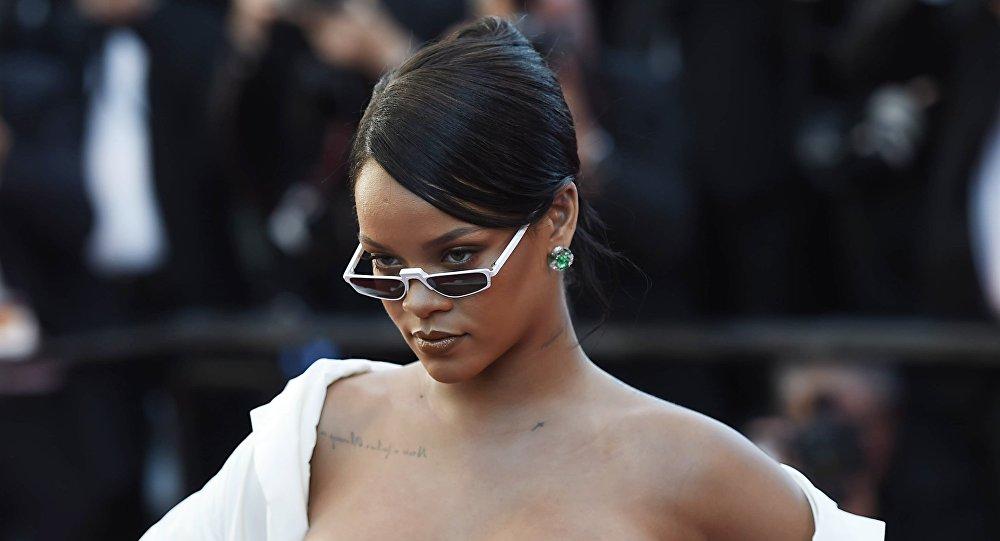 Photo of Un helicóptero y policías rodearon la casa de Rihanna