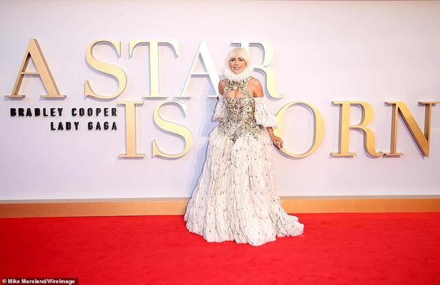 Photo of Lady Gaga en el estreno de «A Star Is Born» en Londres