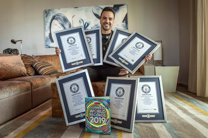 "Photo of Luis Fonsi recibe siete récords Guinness con ""Despacito"""