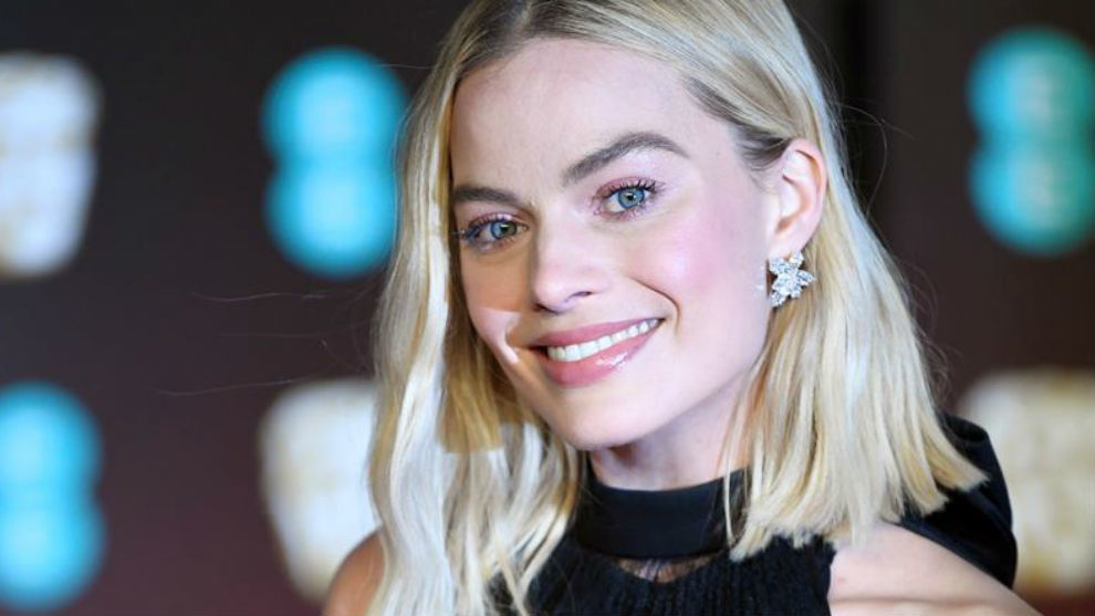 Photo of Margot Robbie negocia con Warner Bros