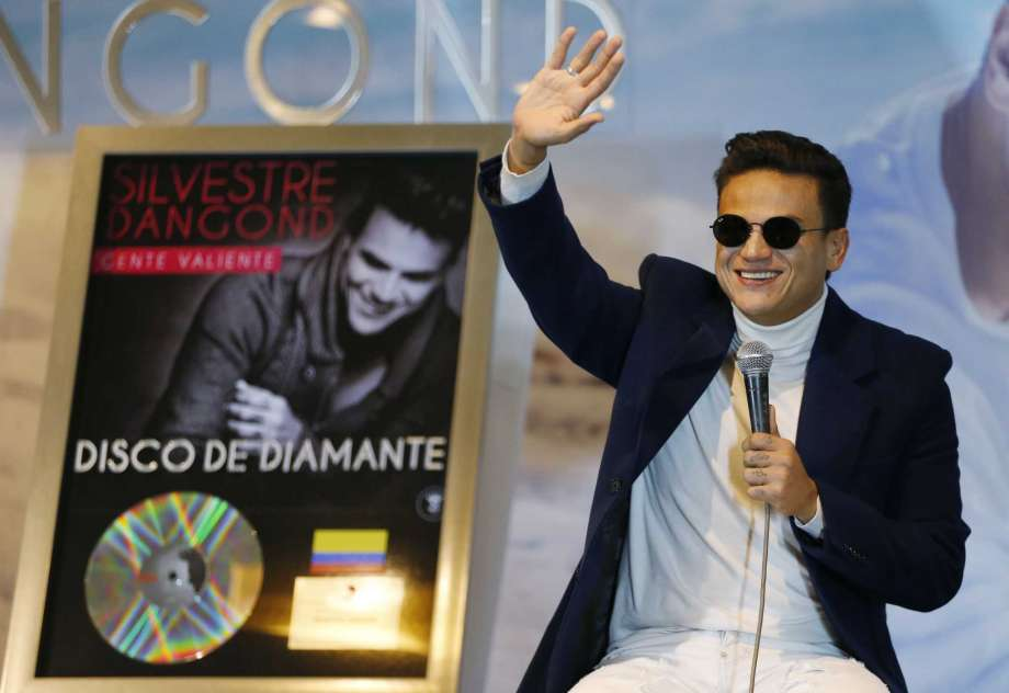 Photo of Silvestre Dangond recibe discos de diamante