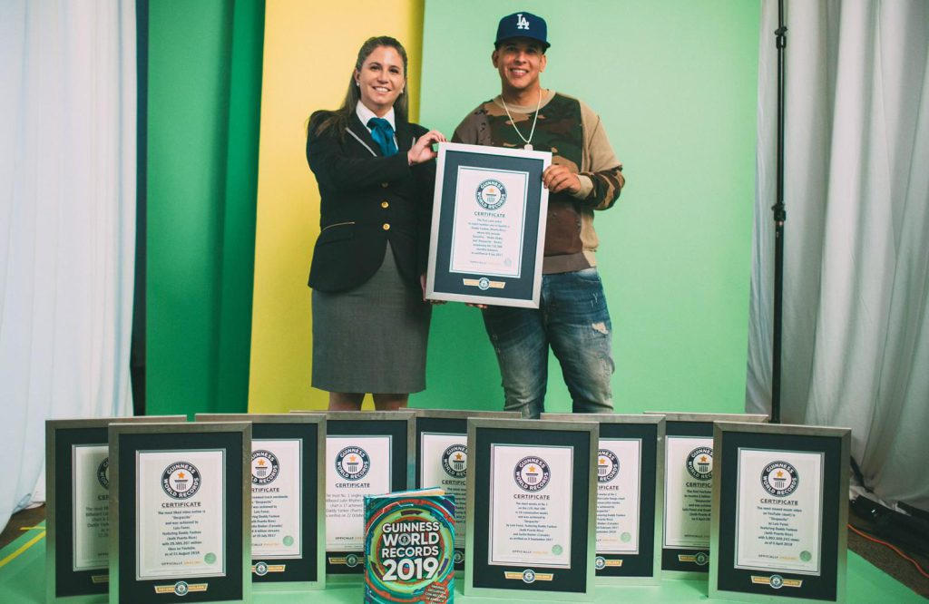 Photo of Daddy Yankee recibe reconocimientos en Guinness World Records