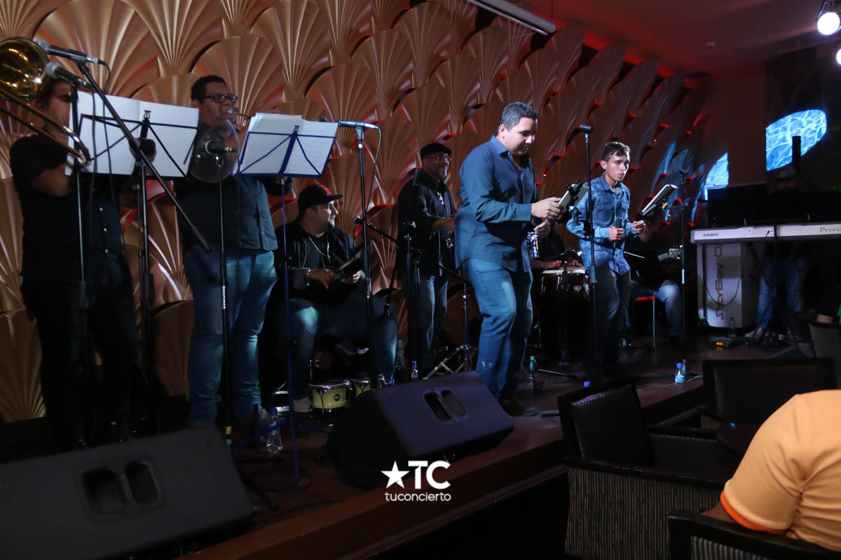 Photo of Show en vivo con la orquesta Junior Band en Starbay Casino