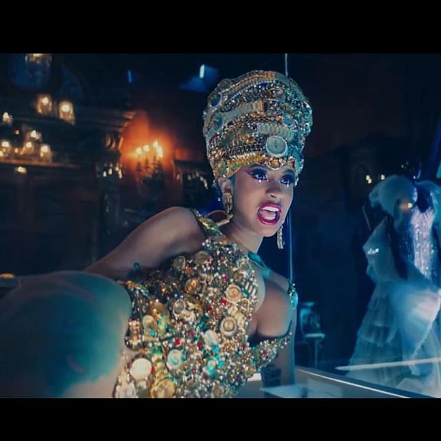 Photo of Cardi B lanza ' Money'