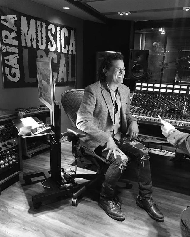 "Photo of Carlos Vives presenta ""Déjame Quererte"""