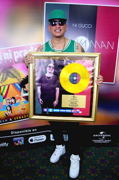 "Photo of Kenny Man recibió reconocimiento de Single de Oro por tema ""Ni Gucci Ni Prada"""