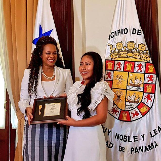 Photo of La actriz Yalitza Aparicio recibe las Llaves de la Ciudad de Panamá