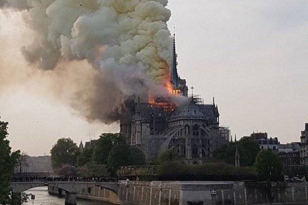 Photo of Fuerte incendio en La Catedral de Notre Dame en París