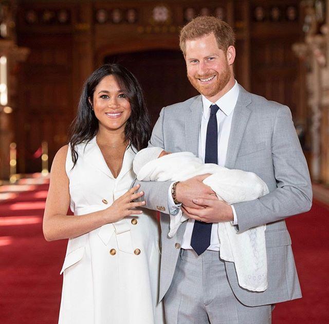 Photo of Los Duques de Sussex presentan por primera vez el bebé real