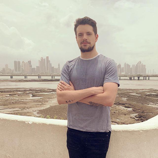 Photo of El cantante Lasso ya esta en Panamá para su concierto