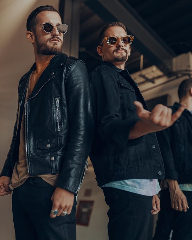 "Photo of Mau y Ricky han alcanzado 4x Disco Platino por su hit ""Desconocidos"""
