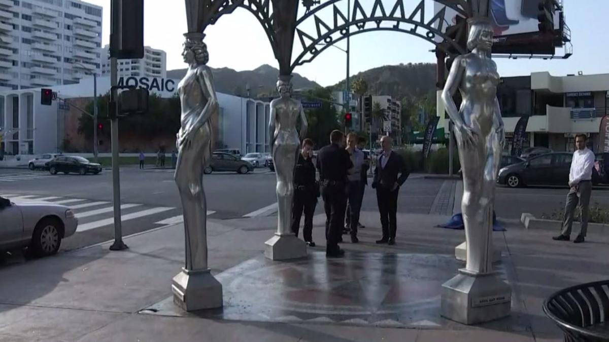 Photo of Robaron estatua de Marilyn Monroe en Hollywood