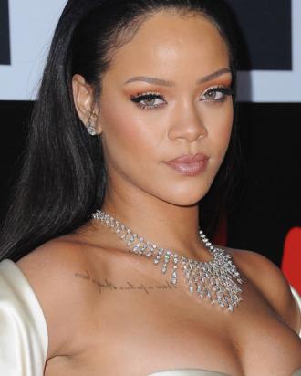 Photo of Rihanna se encuentra con su antiguo maestro de primaria favorito