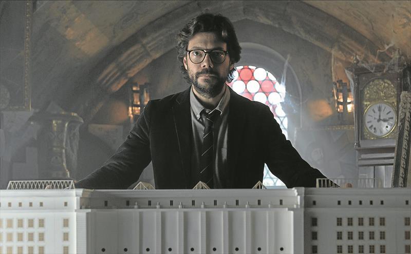 Photo of La serie 'La Casa de Papel' acepta la propuesta del escritor Stephen King y le da bienvenida como 'Boston'