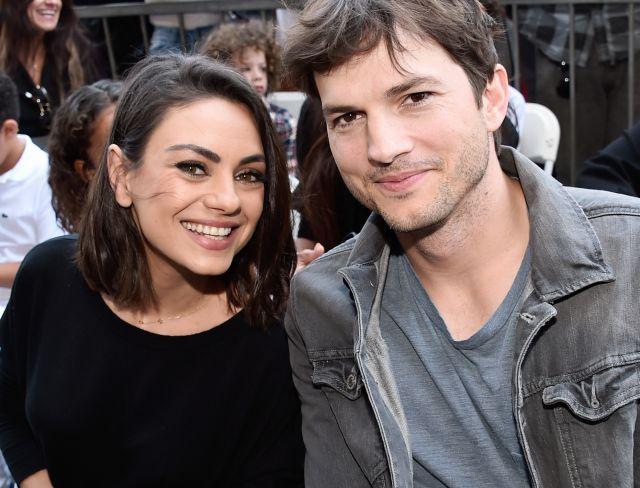Photo of Ashton Kutcher y Mila Kunis cantan «La vaca Lola» y enamoran en sus redes