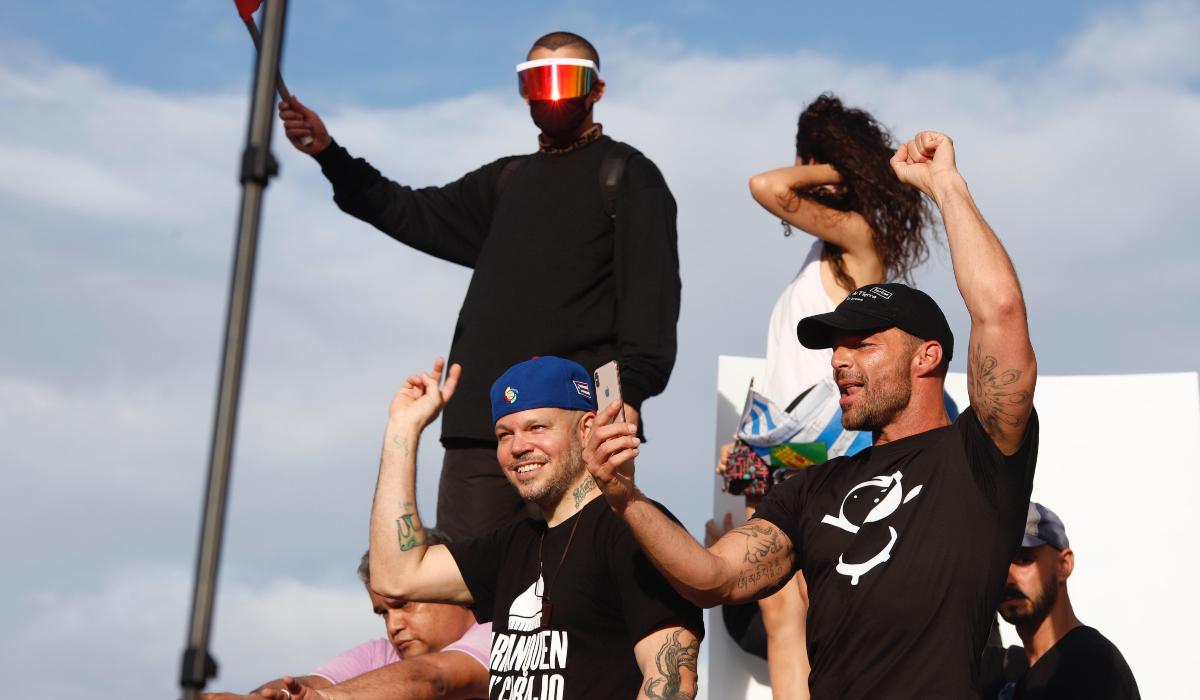Photo of Ricky Martin, Bad Bunny, Residente y otros artistas se unen a protestas en Puerto Rico