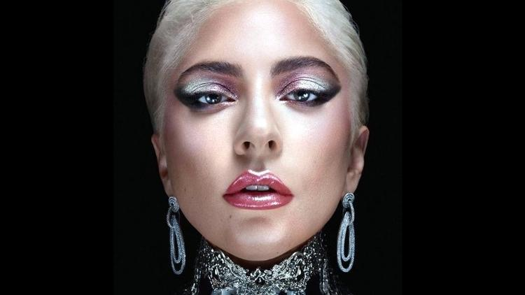 Photo of Lady Gaga da a conocer su línea de maquillaje 'Haus Labs'