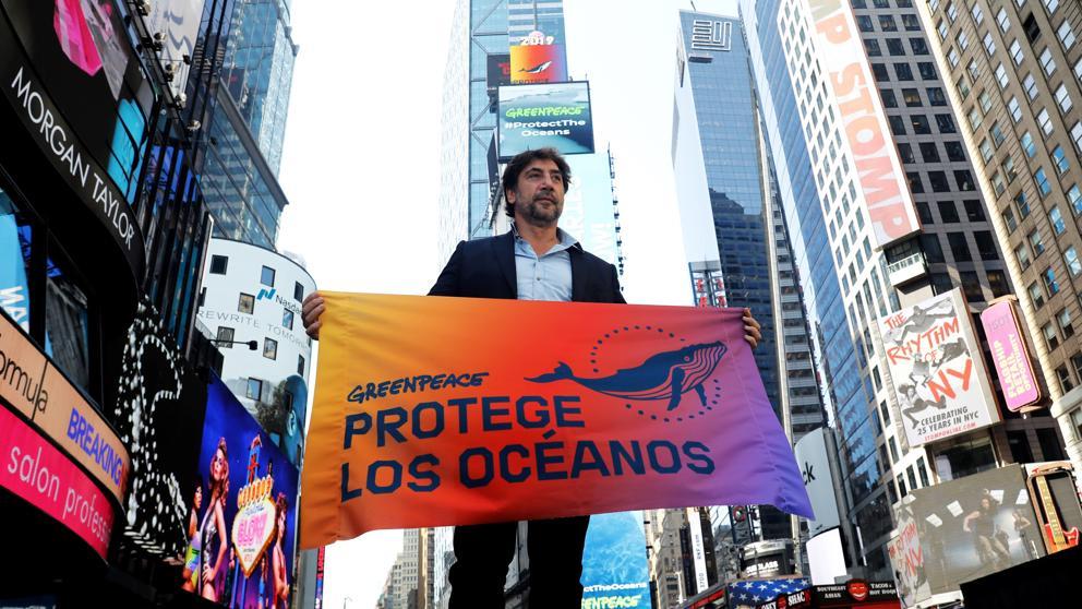 Photo of El actor Javier Bardem protesta en el Times Square para pedir que se protejan los océanos