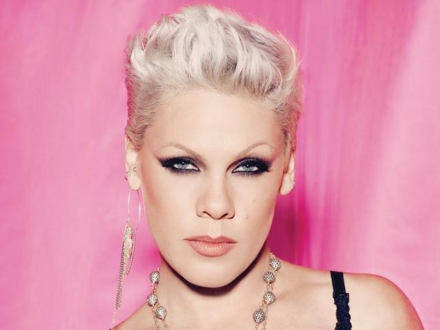 Photo of Pink estrena el vídeo de 'Hurts 2B Human'