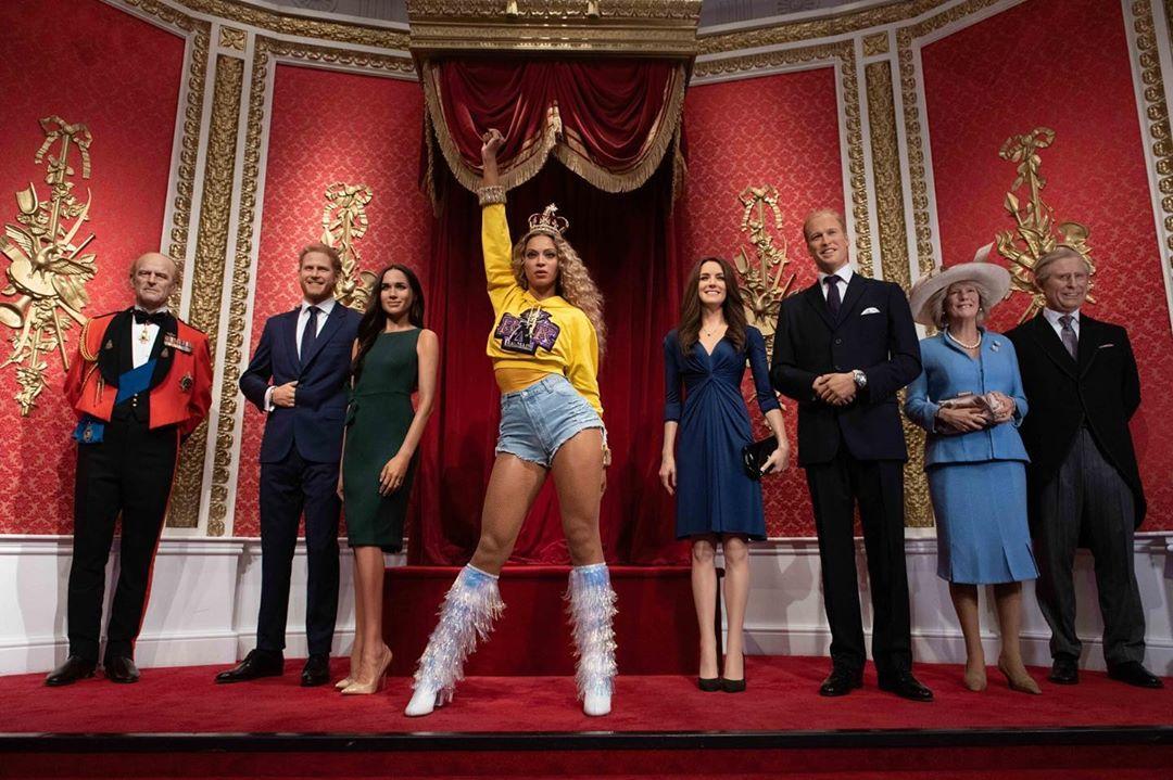 Photo of La figura de cera de Beyonce  junto a la Familia Real Británica en el Museo de Madame Tussauds de Londres