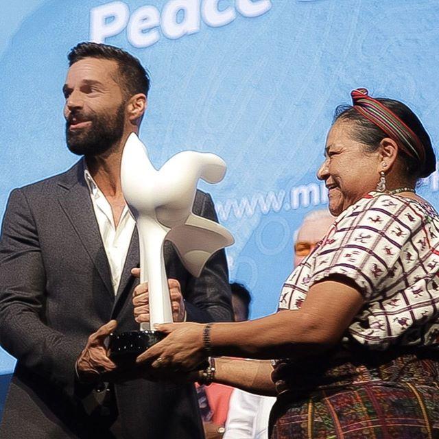 Photo of Ganadores del Nobel de la paz premian a Ricky Martin por su constante lucha por un mundo mejor