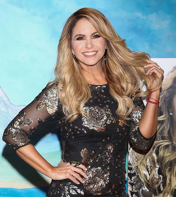 Photo of Lucero revela su faceta como madre