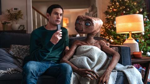 Photo of E.T. vuelve a la tierra y se reencuentra con su amigo Elliot después de 37 años