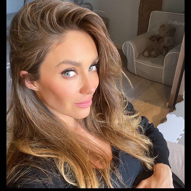 Photo of La cantante y actriz Anahí se convirtió en mamá por segunda vez este domingo